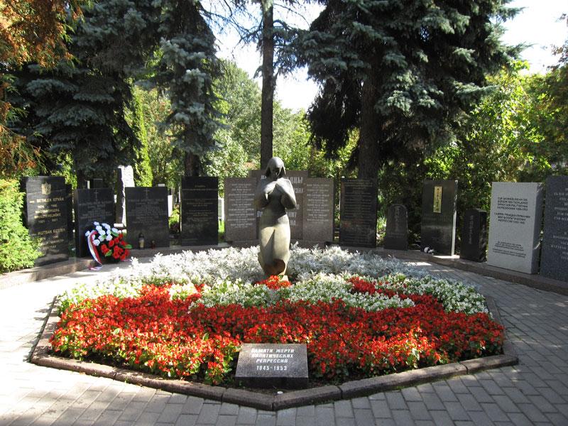 в некрополе Донского монастыря